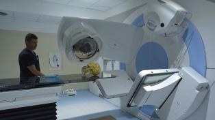 Habilitan un acelerador lineal para tratamientos oncológicos de salud pública