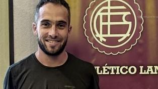 El mediocampista Fernando Belluschi ya es jugador de Lanús