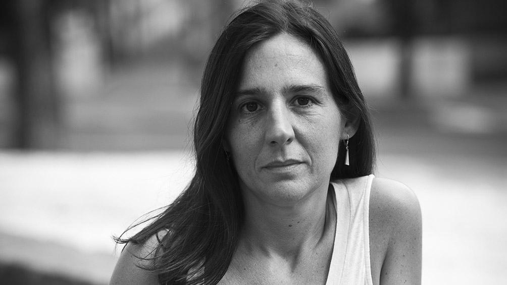 """""""Uno de los temas que más me atraen como lectora –y que me tienta al escribir- es el de la literatura que se explora y se autocuestiona en el proceso de hacerse"""", sostiene la autora."""