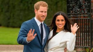 """La reina pide encontrar una """"solución viable"""" para el futuro rol de Meghan y Harry"""