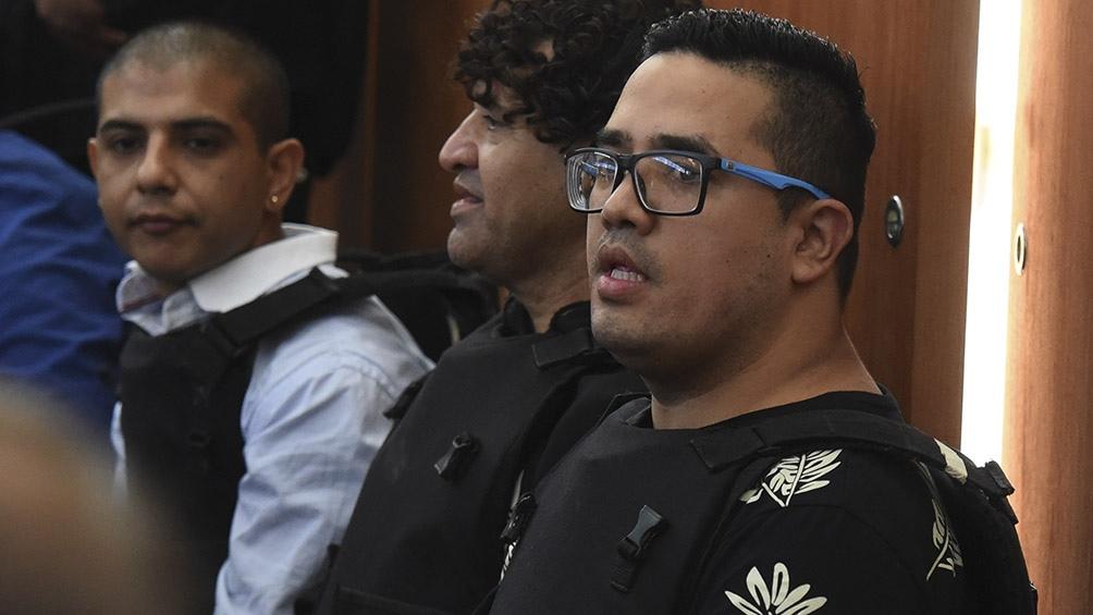Ariel Máximo Cantero (el segundo en la foto) durante un juicio.