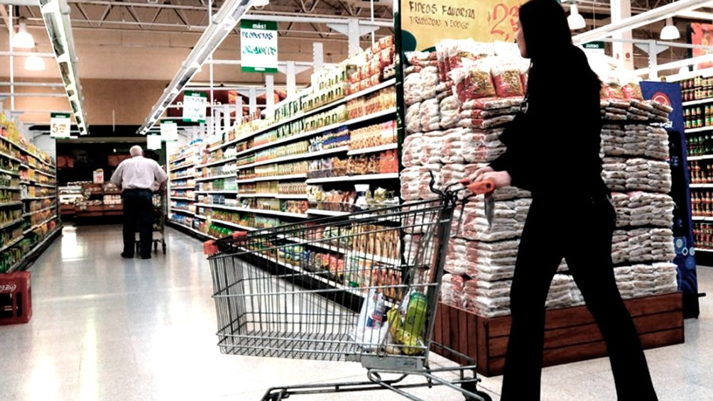 El ministro Kulfas consideró que hay empresas que engañan a los consumidores.