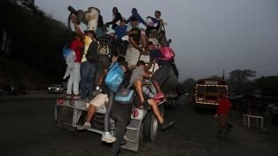 La Policía volvió a reprimir y frenar la caravana migrante que intenta llegar hacia EEUU