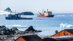 """El rompehielos """"Almirante Irizar"""" ya abasteció la Base Esperanza"""
