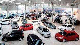 La venta de autos cayó 32,2% en febrero