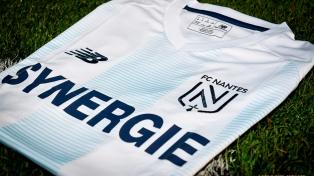 Emotivo homenaje a Emiliano Sala en el partido entre Nantes y Burdeos