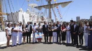 """""""La Fragata Libertad simboliza que vamos a poner el país nuevamente de pie"""""""