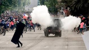 Casi 30 detenidos en nuevas protestas en el centro de Santiago