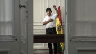 """""""Estos momentos dolorosos pasarán y saldremos adelante"""", prometió Evo Morales"""