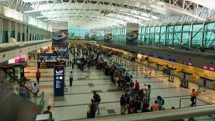 Se controlará en Ezeiza a los pasajeros que lleguen en vuelos directos desde Italia