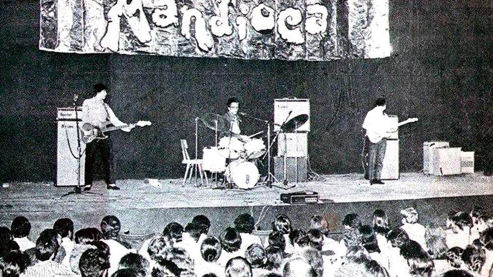El trío Manal, por su parte, debutó el 12 de noviembre de 1968 en el lanzamiento del sello y editorial de Jorge Álvarez: Mandioca.