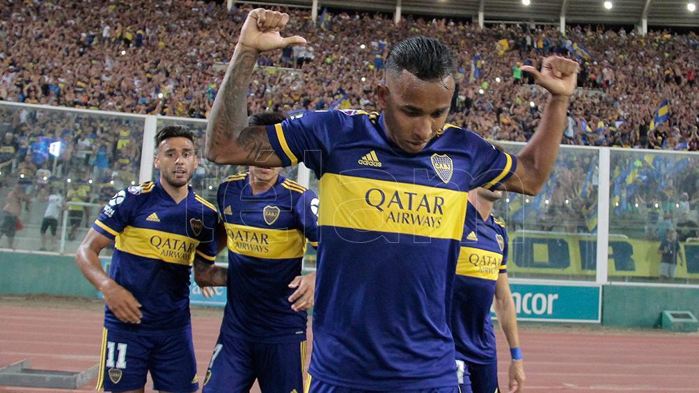 El colombiano Villa fue liberado de la práctica de Boca por un estado febril