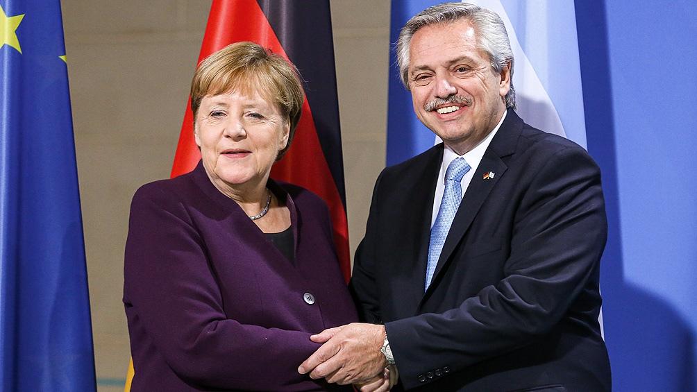 Merkel se había comprometido a ayudar a la Argentina en la negociación de la deuda con el FMI.