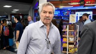 Solá cuestionó a las aerolíneas extranjeras que no trajeron a argentinos de regreso al país