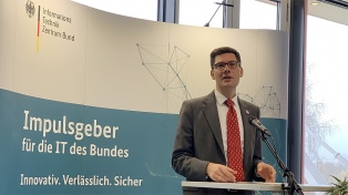 Merkel echó a un funcionario tras una polémica en torno a la ultraderecha