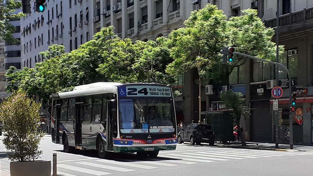18/05/2021 13:21 – PARITARIAS  La UTA acordó con las empresas del sector un aumento de 37% y un bono de 30 mil pesos