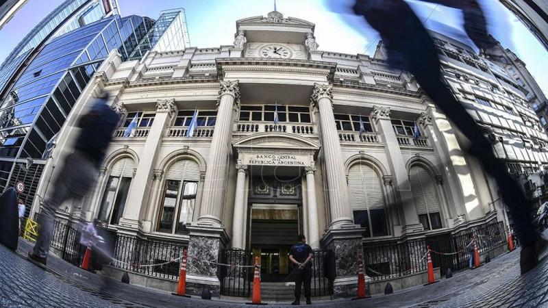 El Banco Central compró US$ 1.500 millones el último mes, diez veces más que en marzo 2020