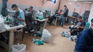 Presos de una cárcel de Magdalena donaron mochilas para niños carenciados