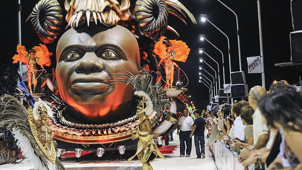 La Mesopotamia vio crecer al carnaval de Gualeguaychú, cuando toda la ciudad se viste de fiesta.