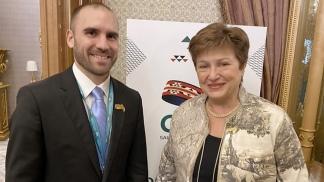 El ministro Guzmán y la titular del FMI, Kristalina Georgieva.