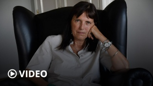 """Claudia Piñeiro: """"Las sociedades son muy hábiles para sacarse responsabilidades de encima"""""""