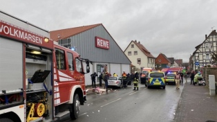 Al menos 30 heridos por la embestida de un auto contra un desfile de carnaval