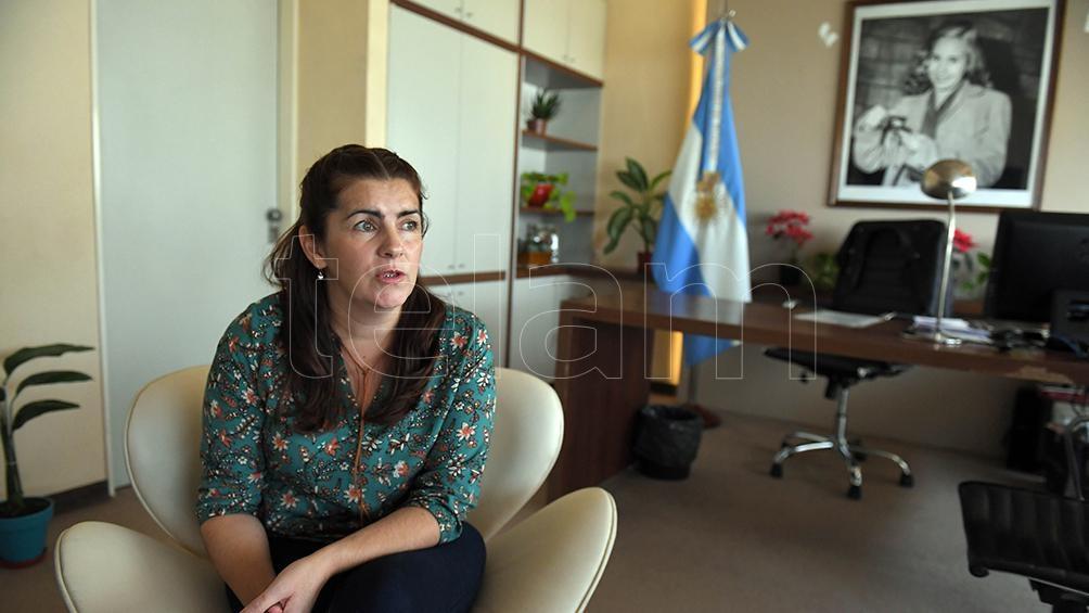 La intendenta Mariel Fernández en su despacho.