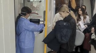 Cómo son los controles sanitarios a los pasajeros que llegan a Ezeiza desde Italia