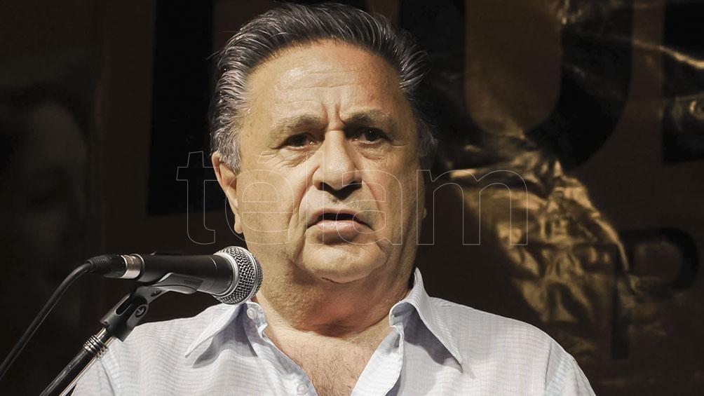 Duhalde, junto a otros dirigentes, participó de un acto en la plaza Juan Domingo Perón, del barrio porteño San Telmo.