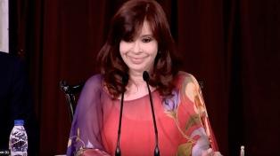 """Cristina Kirchner: """"Con la llegada de la vacuna se abre una esperanza, pero tenemos que seguir cuidándonos"""""""