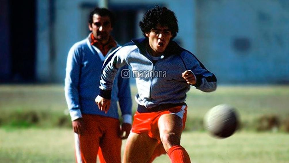 """Alberto Fernández recordó a Maradona, a 44 de su debut en el """"Bicho"""" de la Paternal y Primera División (IG Maradona)"""