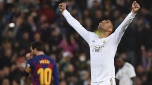 Real Madrid venció a Barcelona en el Bernabéu y lo desplazó de la punta