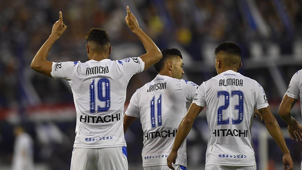 Vélez reducirá los salarios del plantel de futbolistas