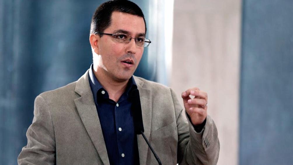 El canciller venezolano usó su cuenta de Twitter para criticar a Lacalle Pou.