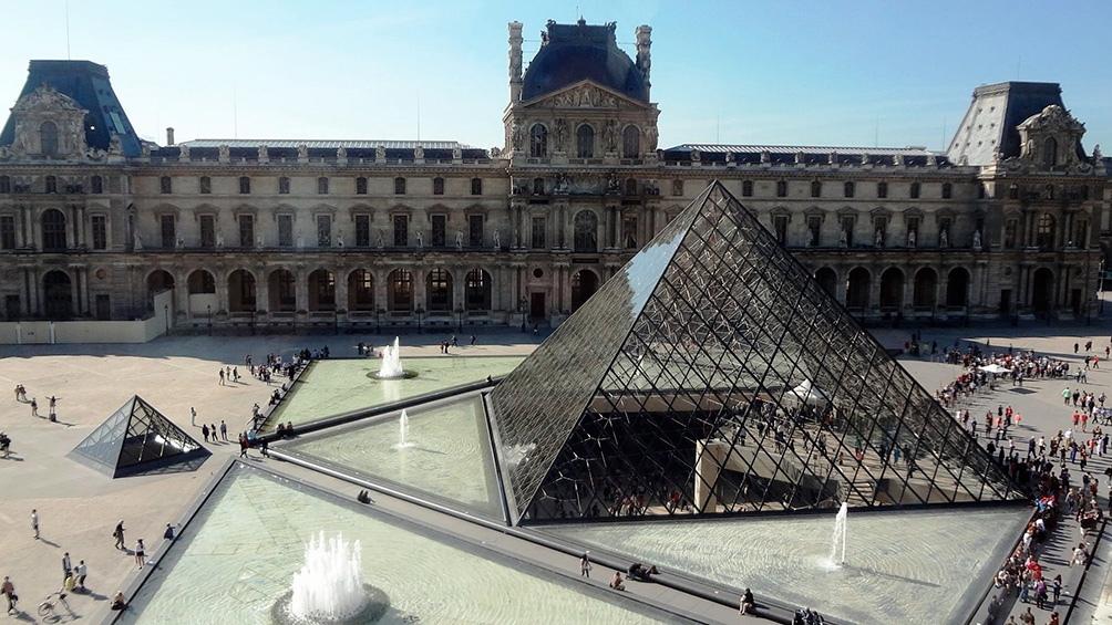 El museo del Louvre volvió a cerrar en París