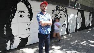 De Gilda a Spinetta, el artista que pinta murales en las persianas de Palermo