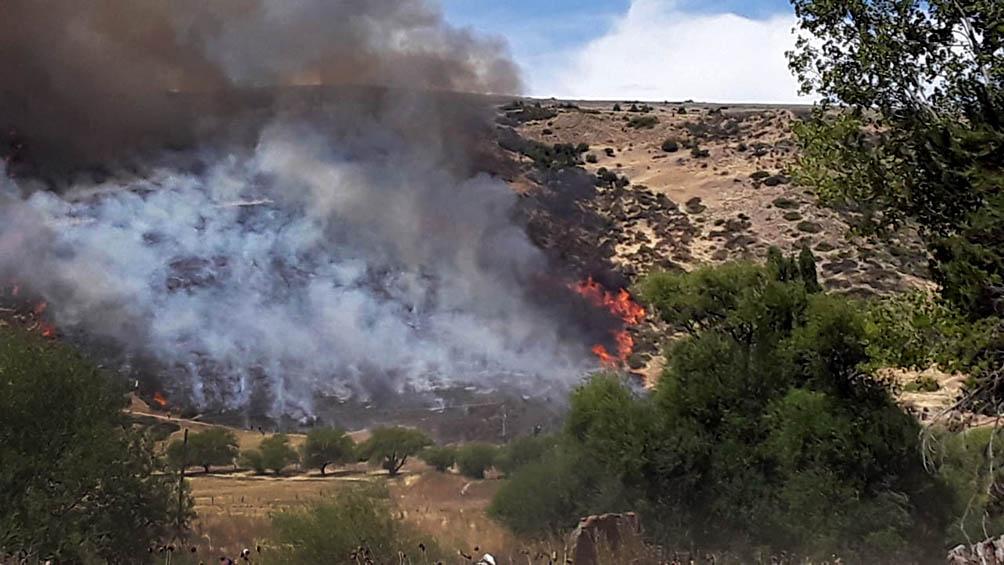 Voraz incendio de pastizales entre Esquel y Trevelin