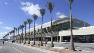 Empresas aéreas y aeropuertos de Latinoamérica y el Caribe piden que vuelvan los vuelos