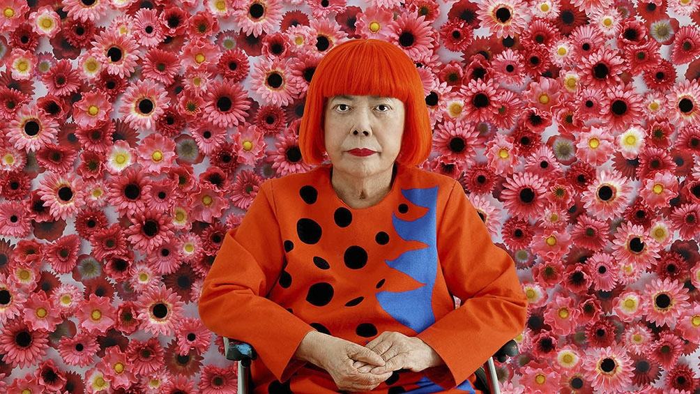 Kusama pasó su infancia en los viveros de semillas y flores, donde comenzó a pintar y dibujar de manera obsesiva
