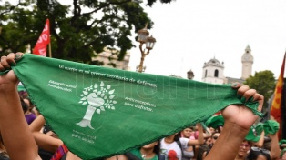 """Manifiestan frente a la Catedral para reclamar la """"separación de la Iglesia y el Estado"""""""