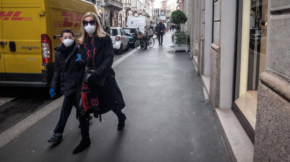 Italia planea nuevas medidas y analiza cierre de negocios y transporte