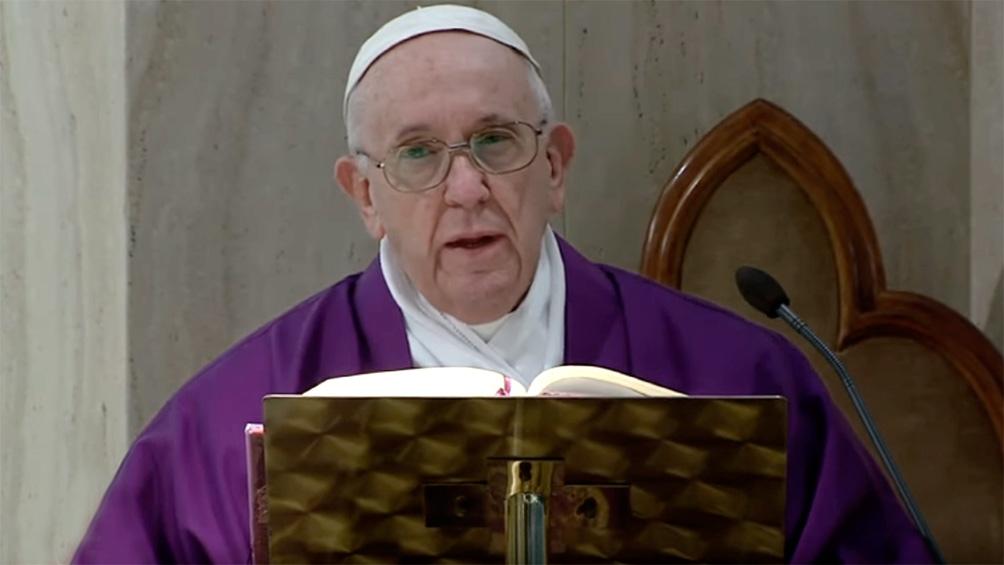 El Papa ya anunció que este jueves 24 adelantará dos horas la misa de Gallo, que se hará a las 19.30 locales.