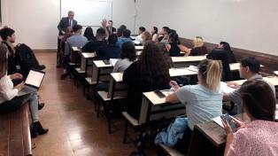 Alberto Fernández fue a dar clase a la Facultad de Derecho