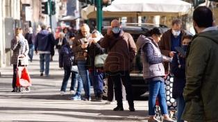 El coronavirus no da respiro: viajes cancelados, mercados desplomados y gente aislada