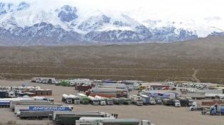 """Cancillería asegura que la frontera con Chile sigue cerrada, """"salvo para casos excepcionales"""""""