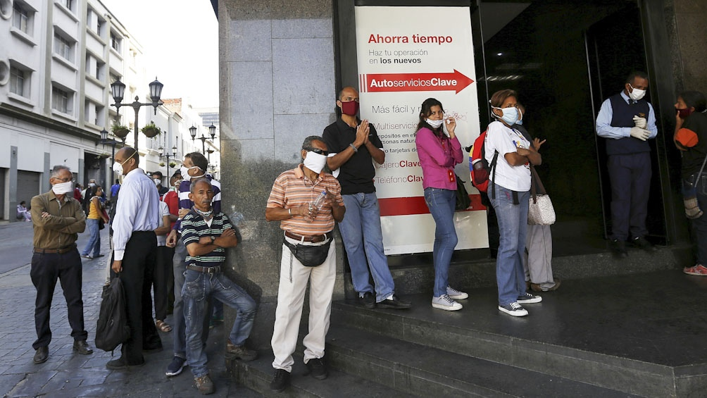 Caracas y seis estados en cuarentena estricta