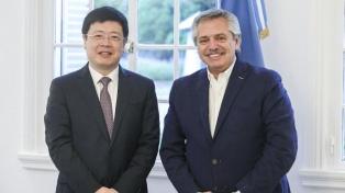 Fernández recibió al embajador chino, quien ofreció asistencia e insumos