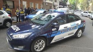 Operativo en Colegiales ante la denuncia por un italiano que no cumplía la cuarentena