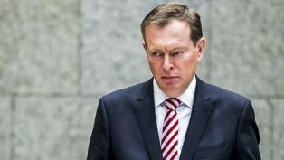 Un ministro neerlandés se desmayó en pleno debate parlamentario sobre el coronavirus
