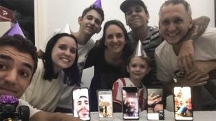 Festejaron un cumpleaños con familiares y amigos por whastapp para evitar aglomeraciones
